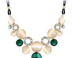 collar-rinstone-gemas-verdes-tono-dorado