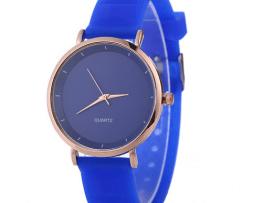 reloj-azul-simple-design