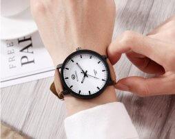 reloj-casual-cafe-fondo-blanco