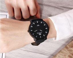 reloj-casual-negro-fondo-negro