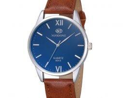 reloj-hombre-cuero-fondo-azul-simple-design-cafe