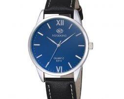 reloj-hombre-cuero-fondo-azul-simple-design-negro